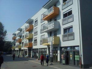 12. paviljon - u poslovnim prostorima su turistička agencija, praonica rublja i frizerski salon