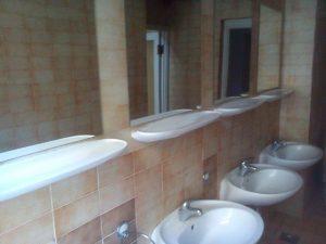Umivaonici u jednom od starih paviljona