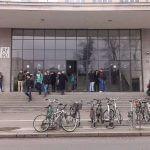 Stari parkinzi za bicikle ispred AGG-a/ foto: Ivan Božić|srednja.hr
